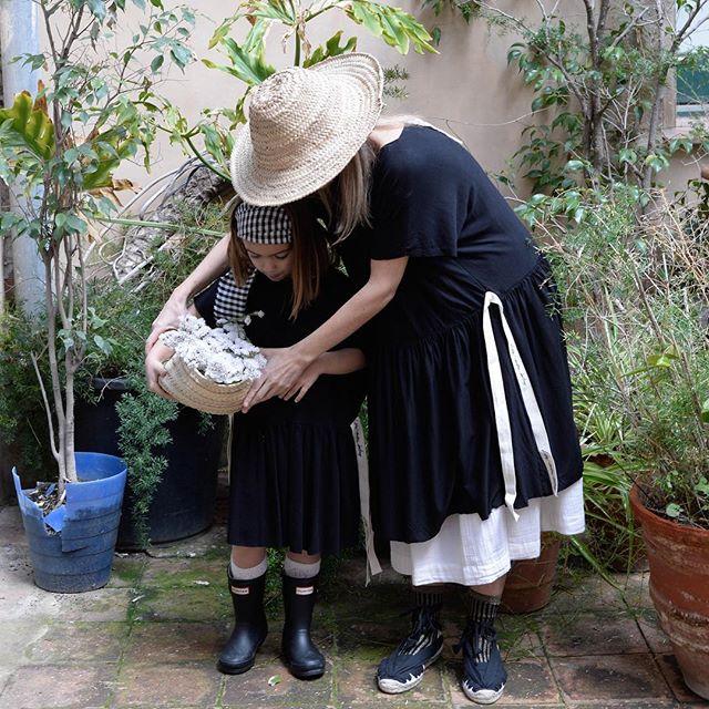 Un día para recordarnos a todas, madres e hijas, que estamos todas juntas en este viaje. #mothersanddaughters #mothersday #kidsphotography #styling #artdirection #fashioneditorial