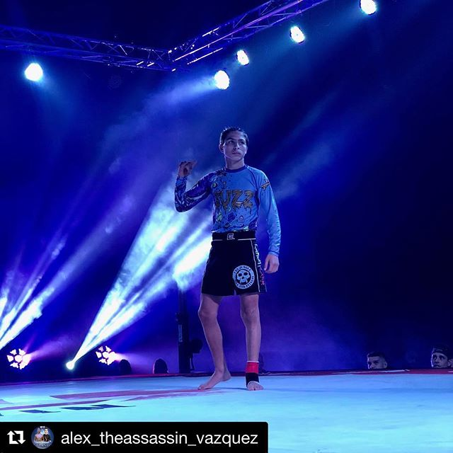 #Repost @alex_theassassin_vazquez with @get_repost ・・・ Thank you @sethdanielsf2w for the amazing experience competing at @f2wbjj  I came out on top tonight, thanks for the roll @james_riley_marroquin 🤙  Congrats to everyone who competed! Everyone did amazing, thank you coach Brian 💪 #F2W88 #Bjj #thejunglemmaandfitness  #dedication  #jiujitsu  #fight Shoutout to @buzzgearbjj for the amazing rash guard 💪