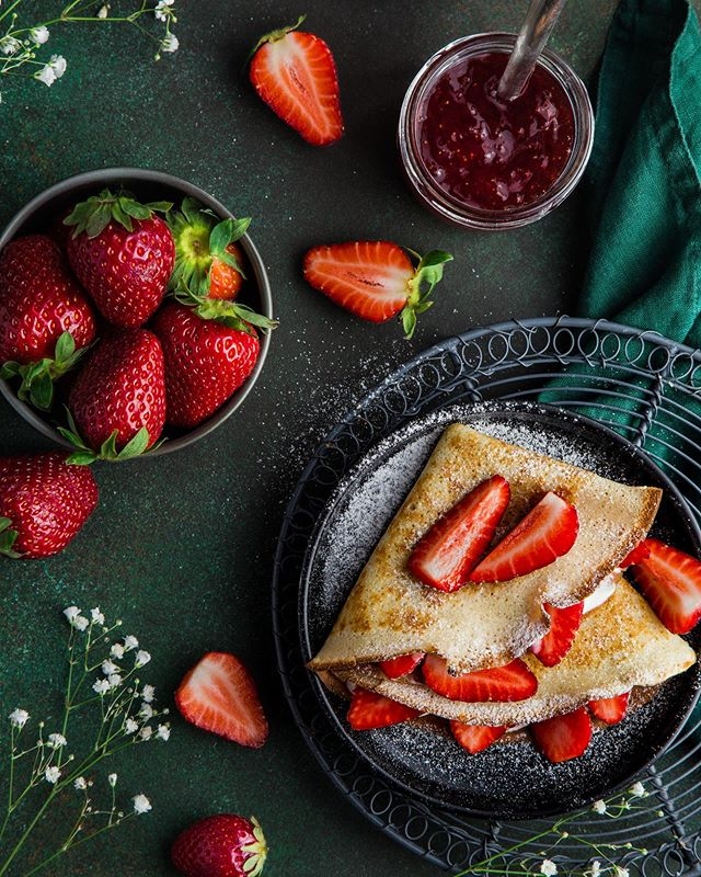 Make your weekend sweet 🍓🍓 We are waiting for you. . . . #madefresh #basalt #farmfresh #tworoots #farmersmarket #marketfresh #fresh #crepes #sweet #crepesallday #chefmawa #cooking #cheflife #chef💯 #aspen #bike #bike2brunch #elementhotel #patio
