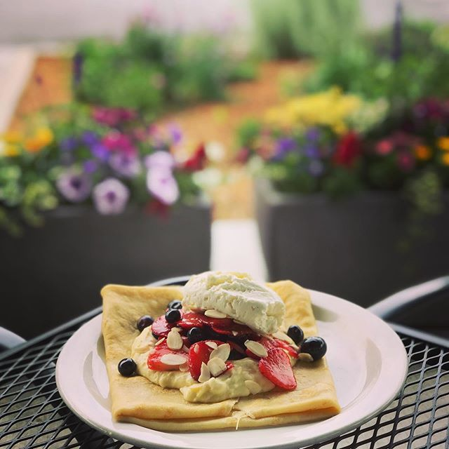 What is your Monday Motivation? Mine is a Berries & Cream Crepe to kick off the week 😎 #mondaymotivation #monday #crepes #chefmawa #basalt #elementhotel #tworoots #madefresh #dontmodify #aspen #colorado #berries #sweetcrepes #paris #willitstowncenter #espresso #coffee