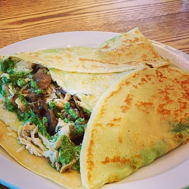 Try our Signature Crepe for Lunch - The Boulder! Served with pulled Rotisserie Chicken, Arugula, Pesto & Mushrooms.  #boulder #aspen #snowmass #lunch #local #farmer #microgreensfarm #tworootsfarm #willits #willitstowncenter #creperie