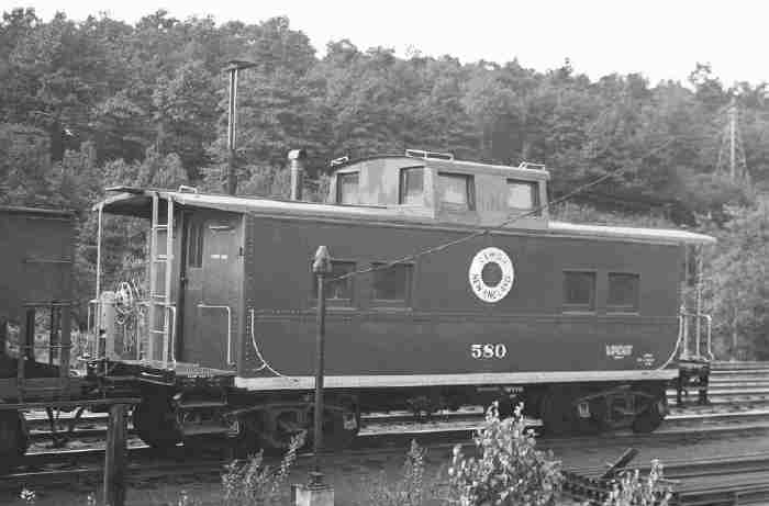 L&NE No. 580 early in its career. Note it does not yet have awnings over its windows or hoops at the top of the ladders.  (Bob Fischer collection)