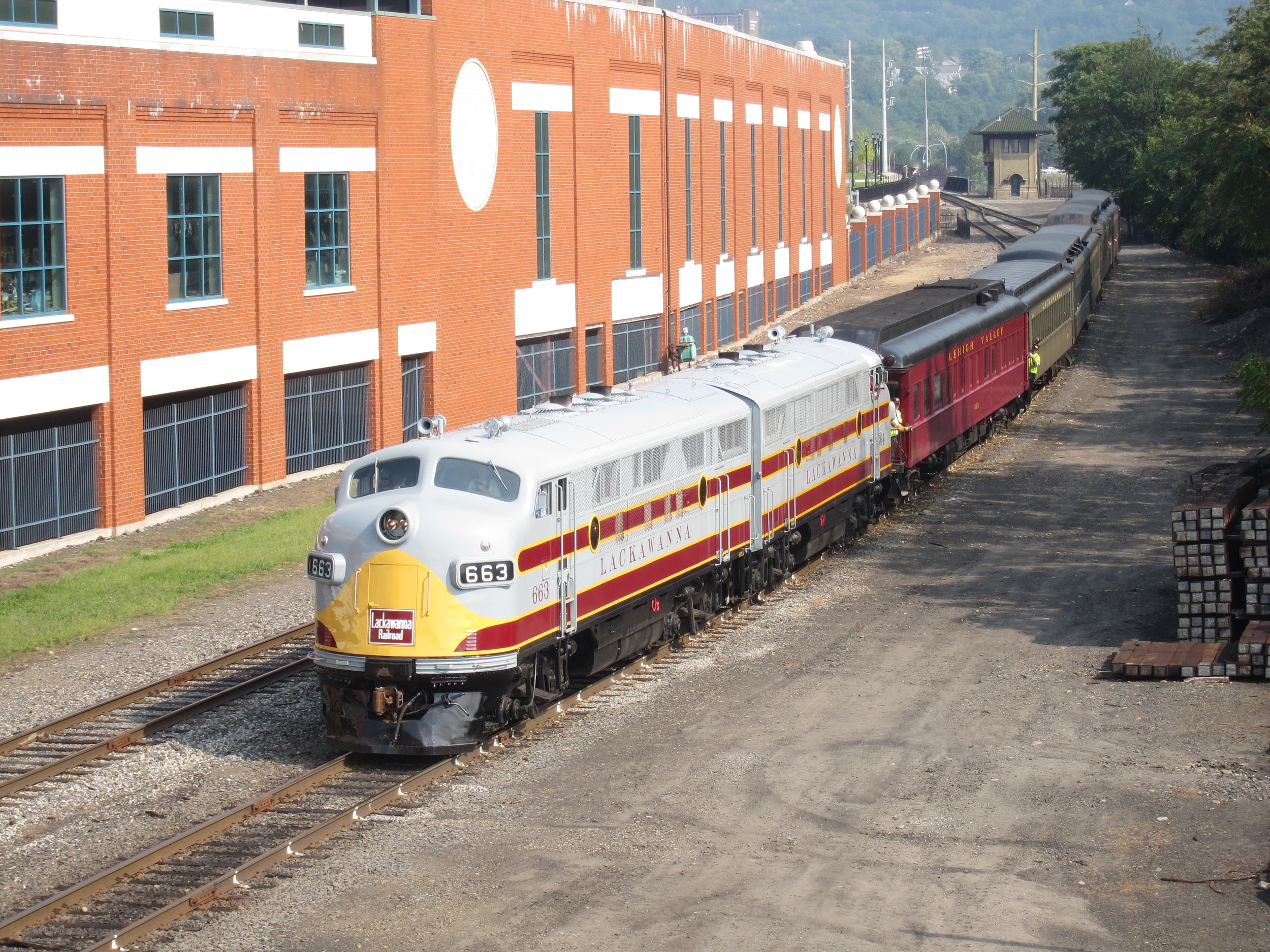 DL&W No. 663 leads a Steamtown excursion back into the park in Scranton on September 3, 2011. (Rudy Garbely photo)