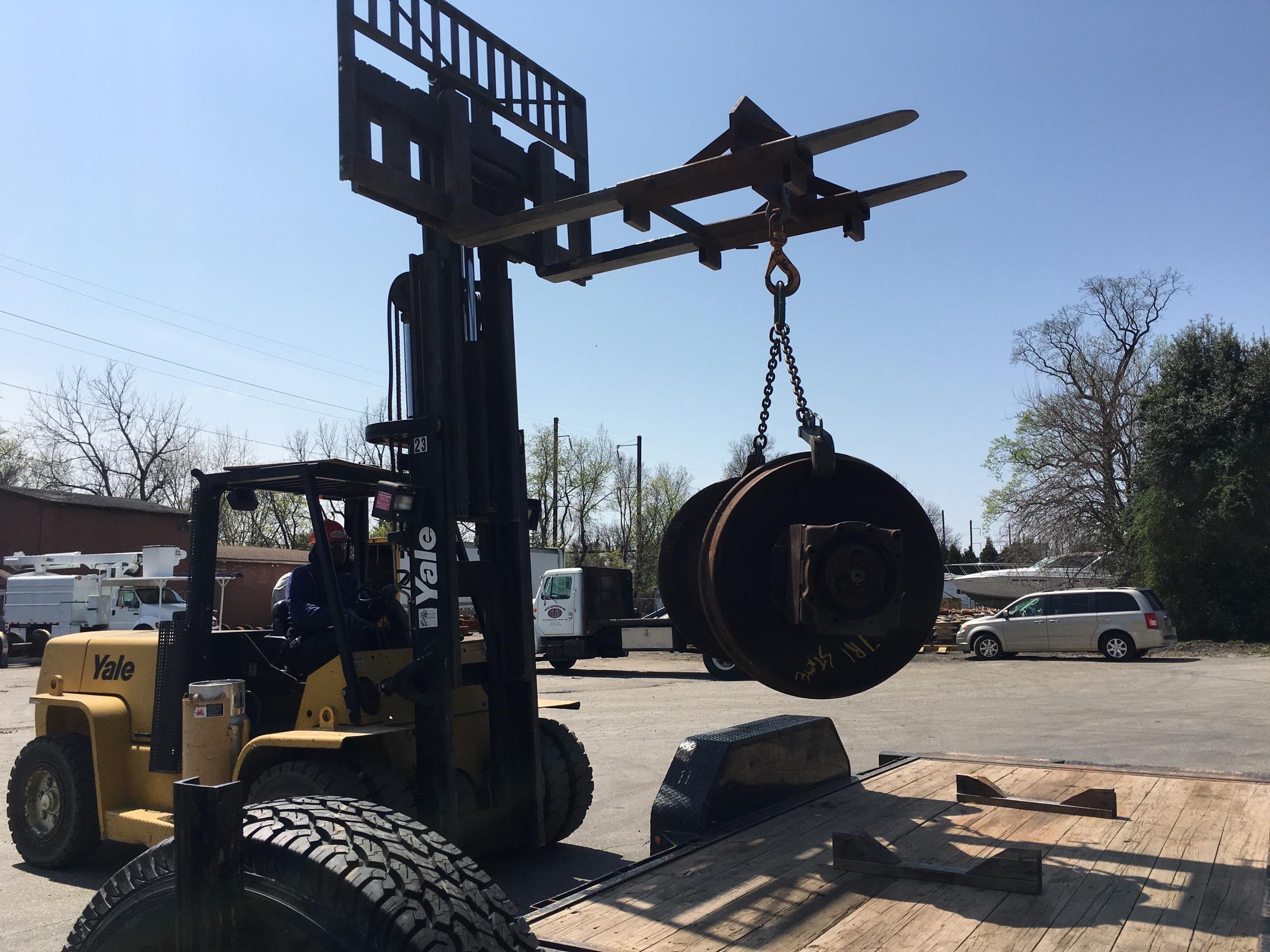19's wheelset unloaded by the UTC crew.