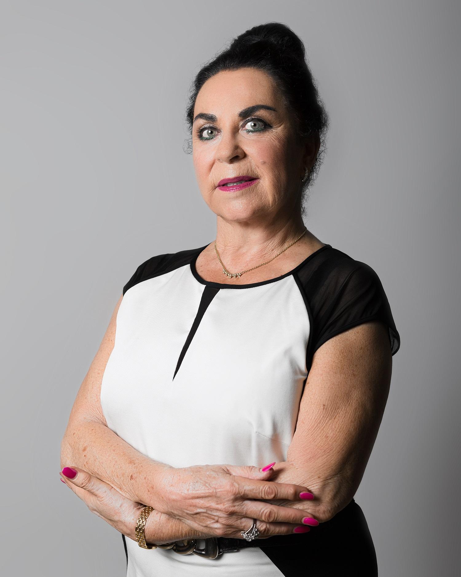 Josephine Rourkees Secretaria de la Fundación -