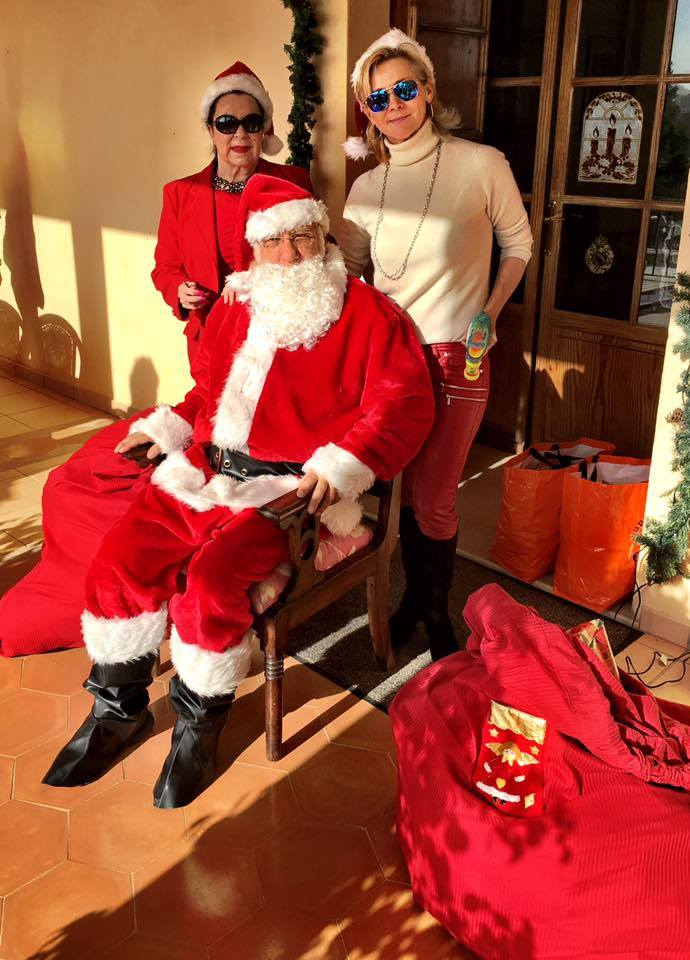 2017-01-Father-Christmas visitng the children in care and homeless.jpg