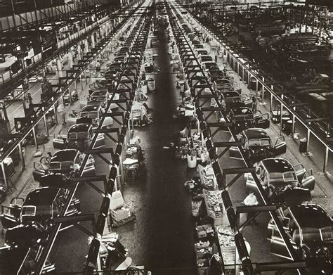 Assembly line production, circa 1935   Source: kaiserpermantehistory.org