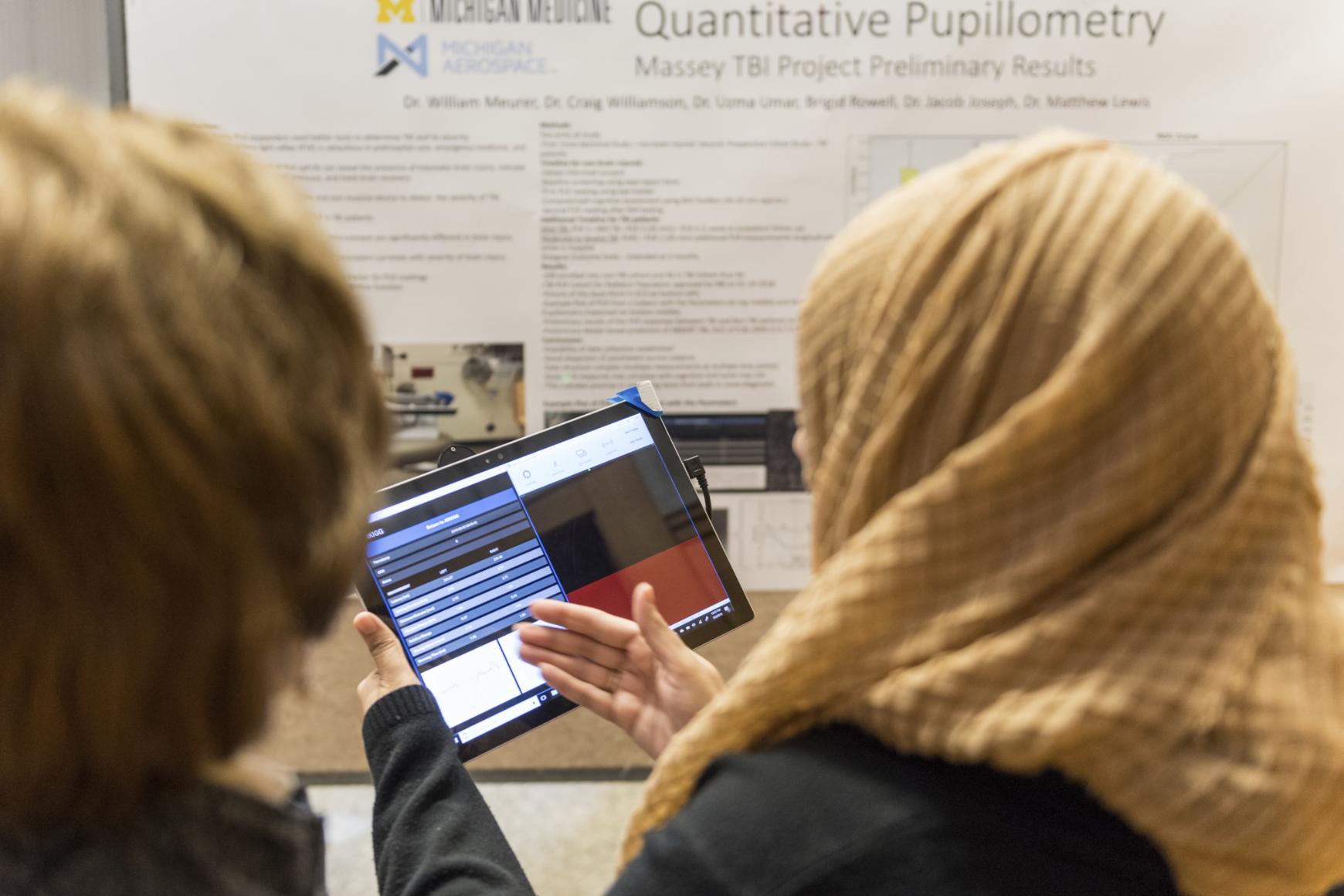 A researcher presents her quantitative pupillometry project.