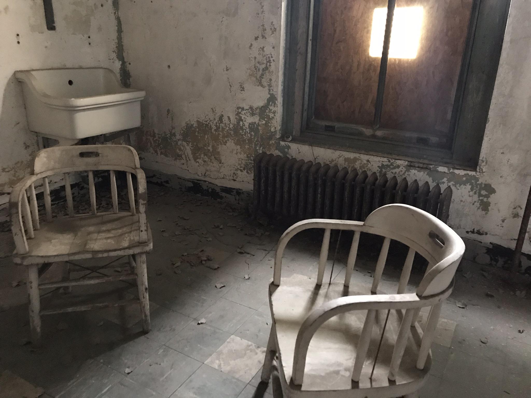 Individual hospital room