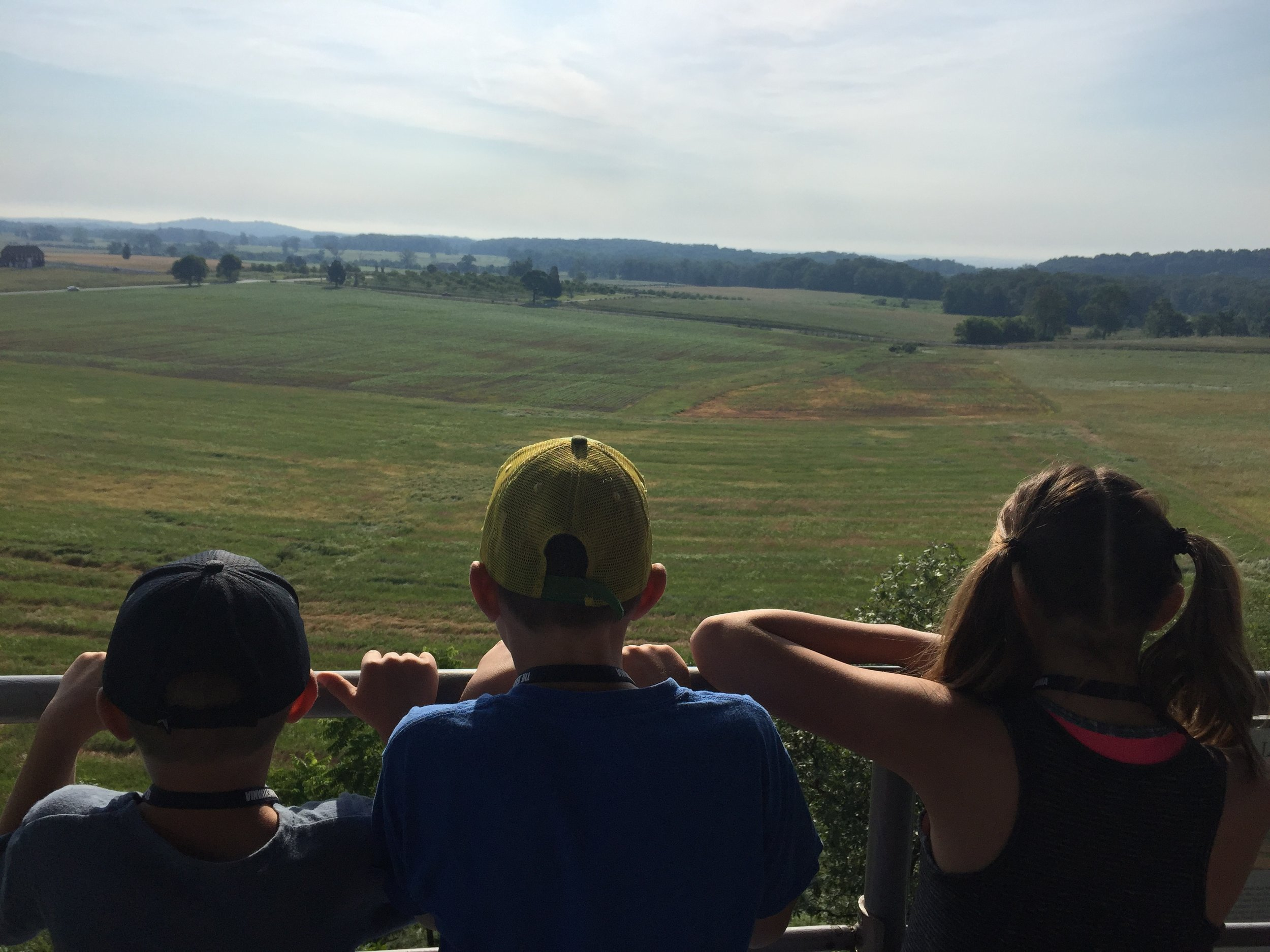 Kids looking out at the Gettysburg battlefields