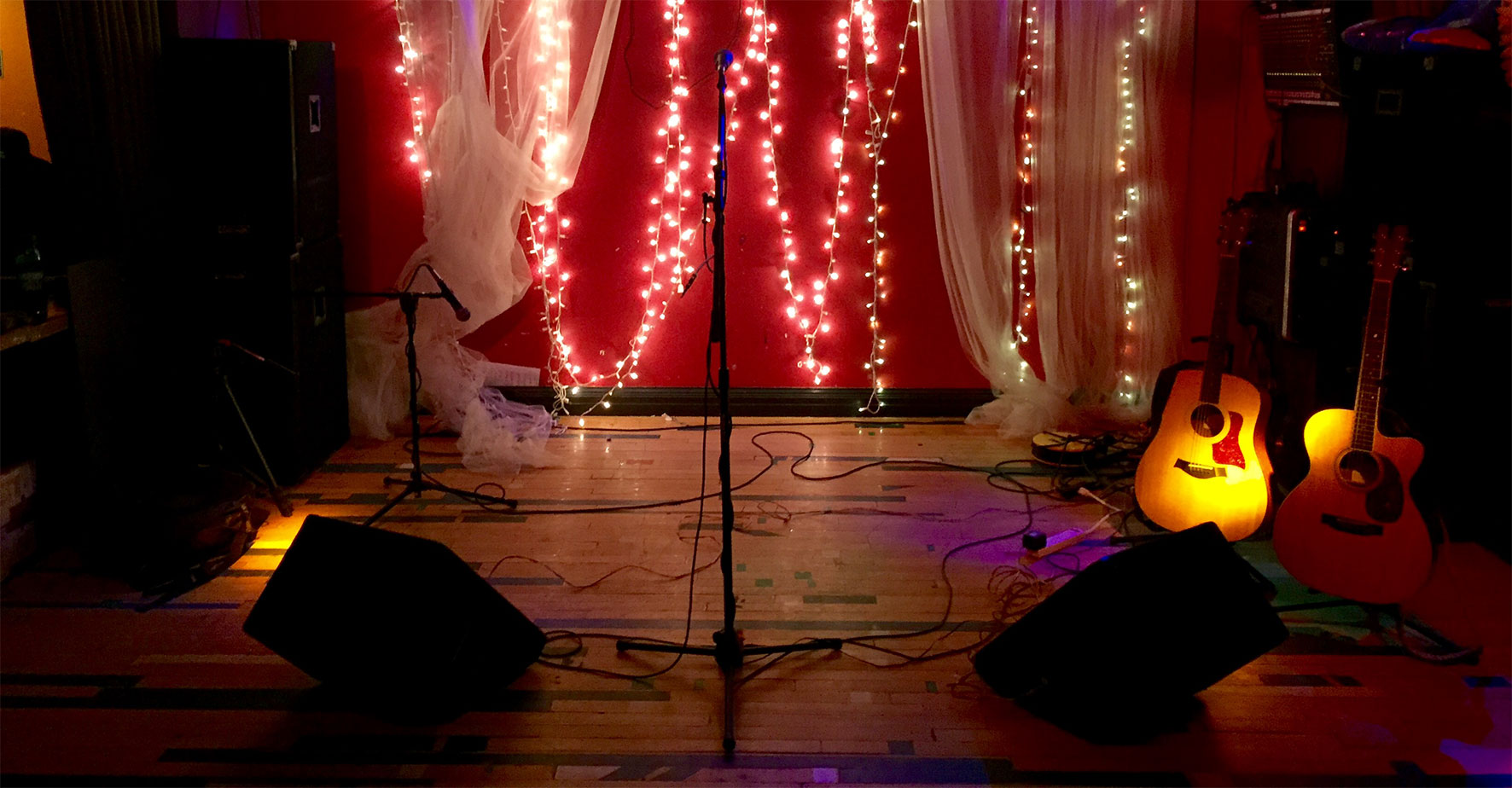 The awesome performance area at Tony P's 17th Ave in Denver, CO. photo: GREENMONT