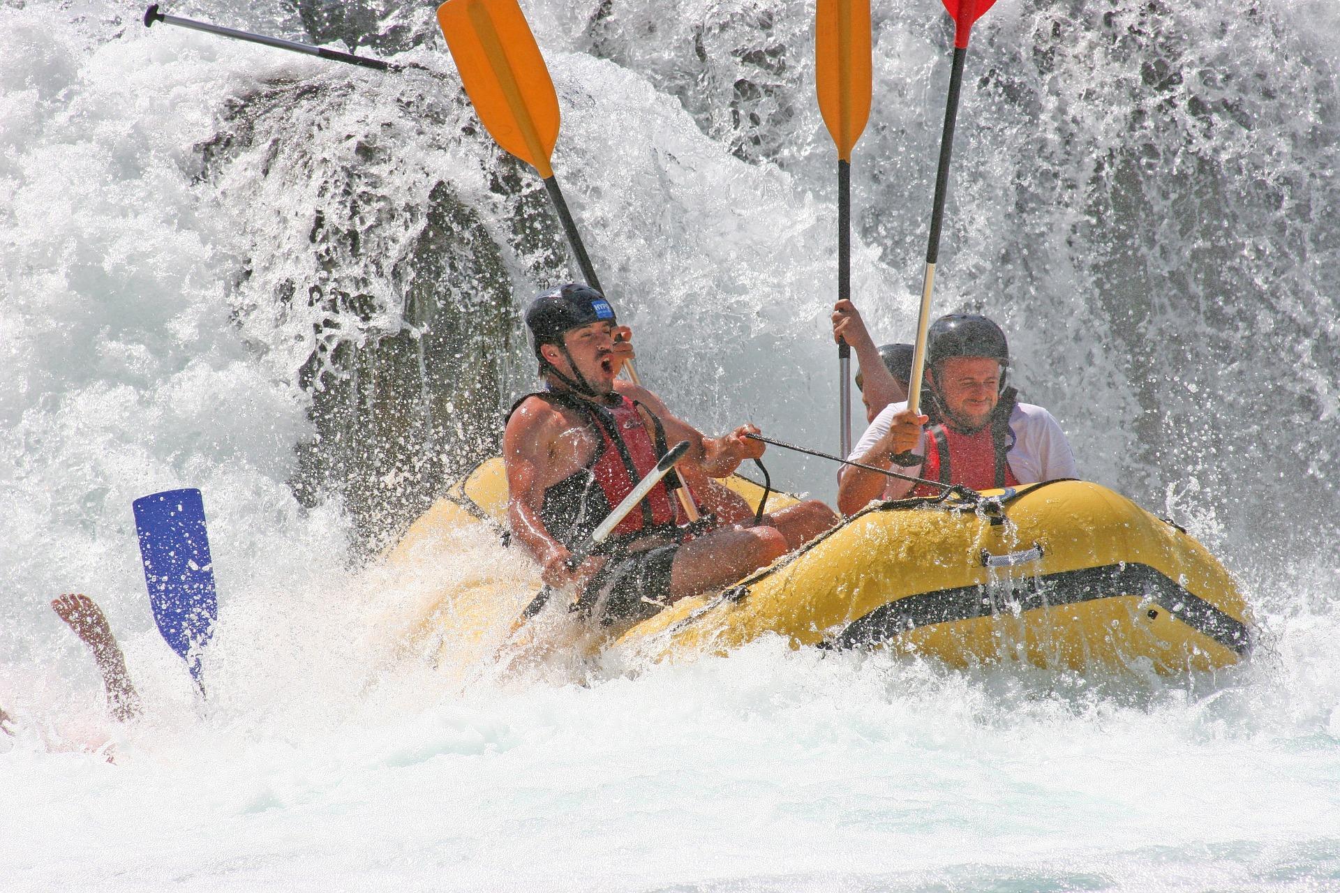 rafting-829068_1920.jpg