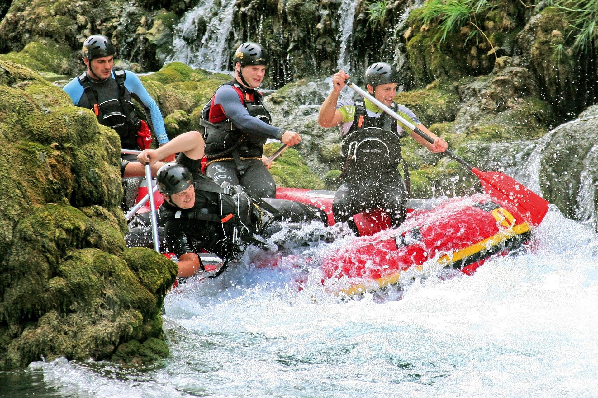 rafting-829053_1920.jpg