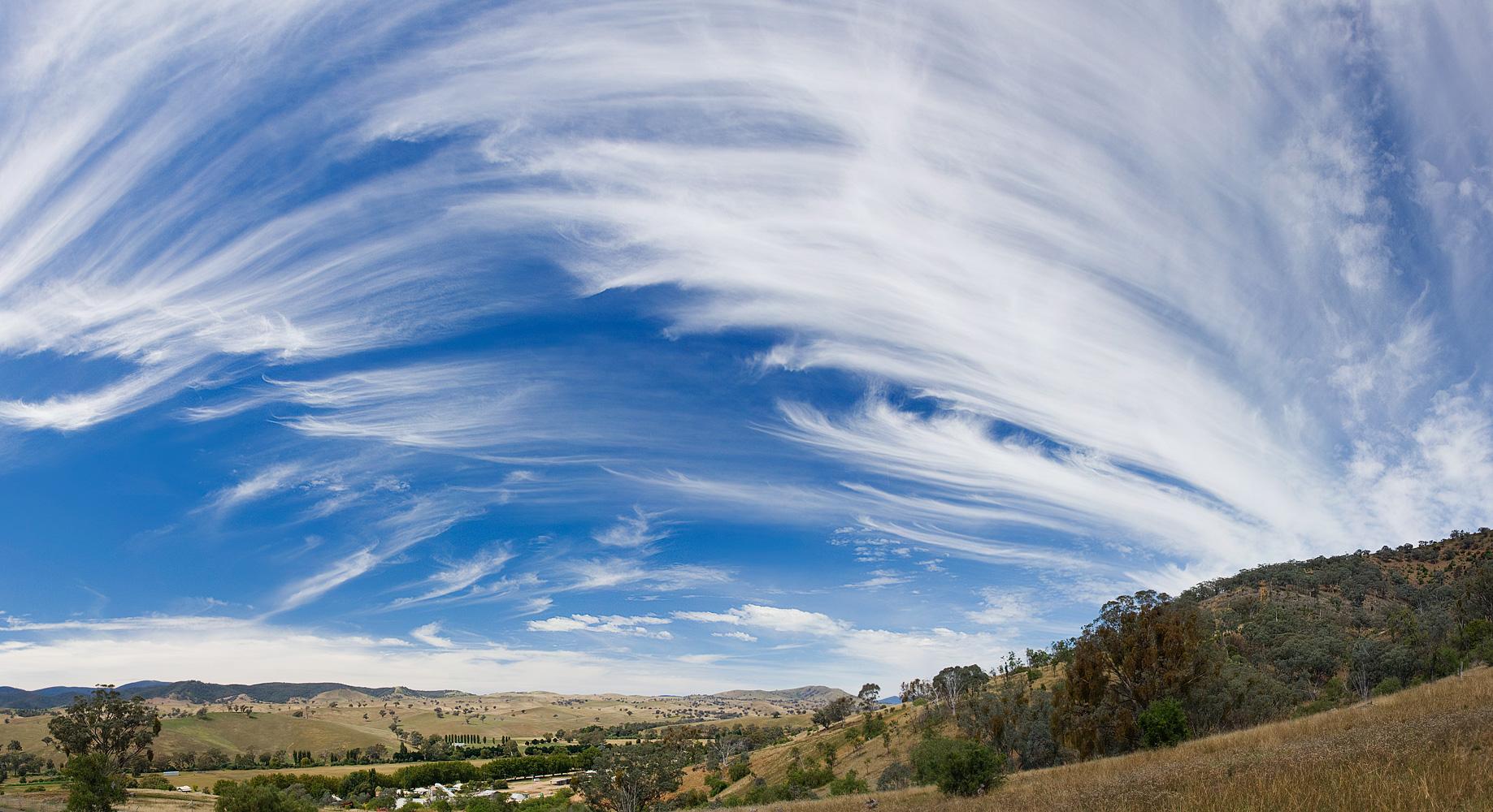 Cirrus cloud in Swifts Creek, Victoria. Photo by Fir0002/Flagstaffotos