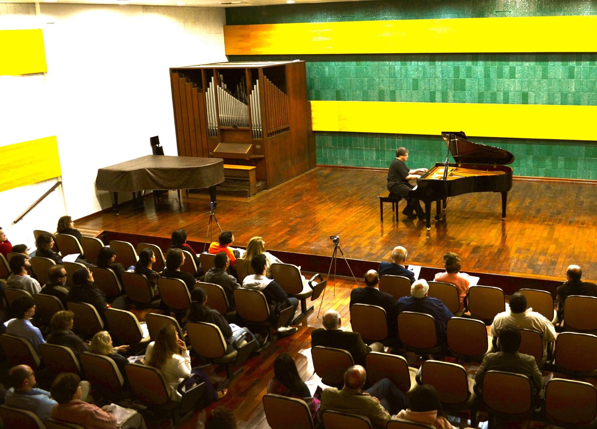 Michael Gurt recital 1.jpg