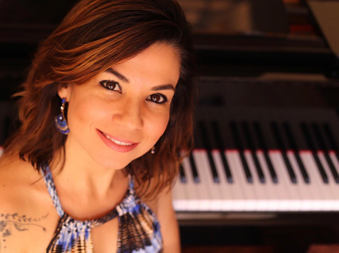 Dr. Carla Reis