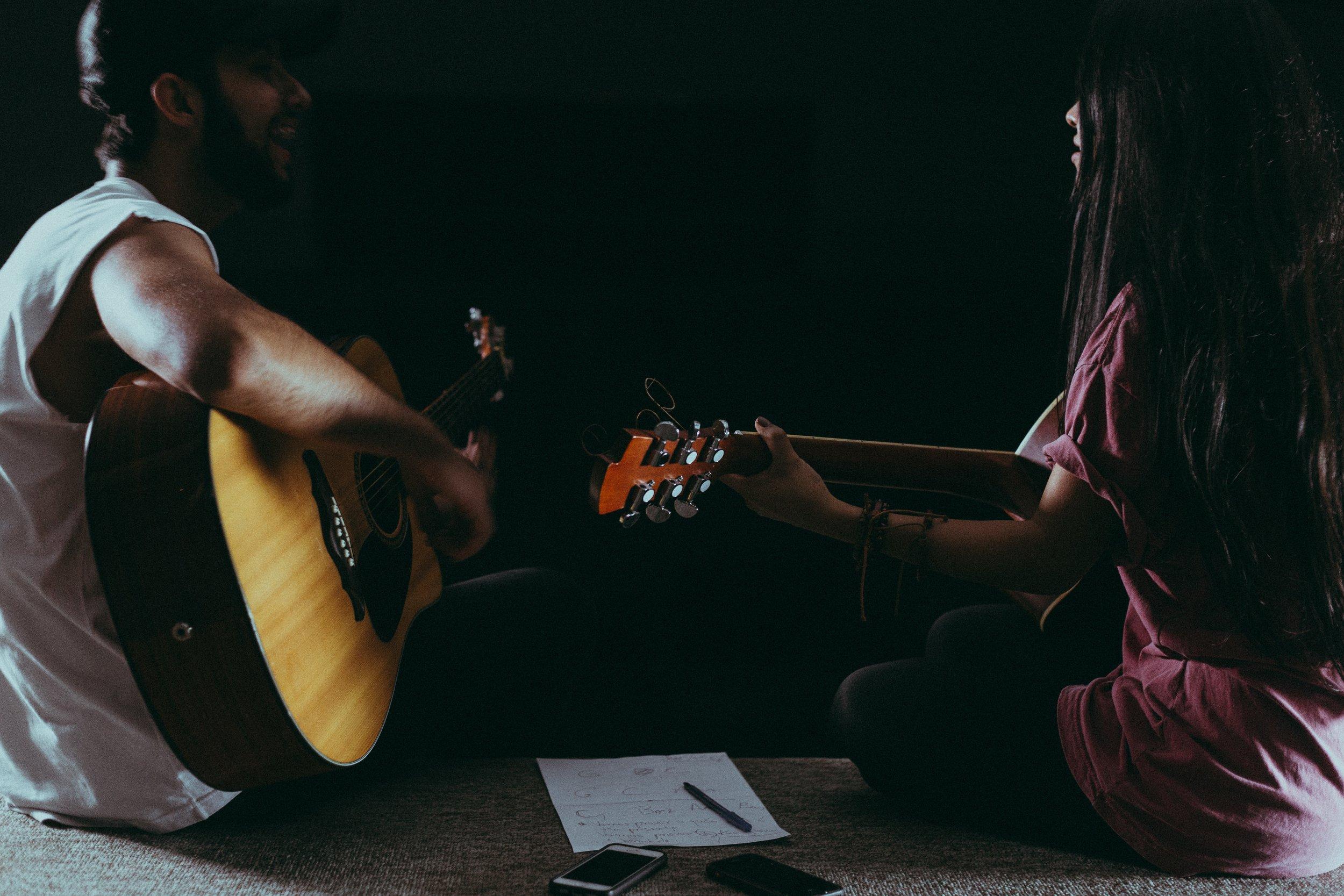 acoustic-guitar-cellphone-close-up-1164763.jpg