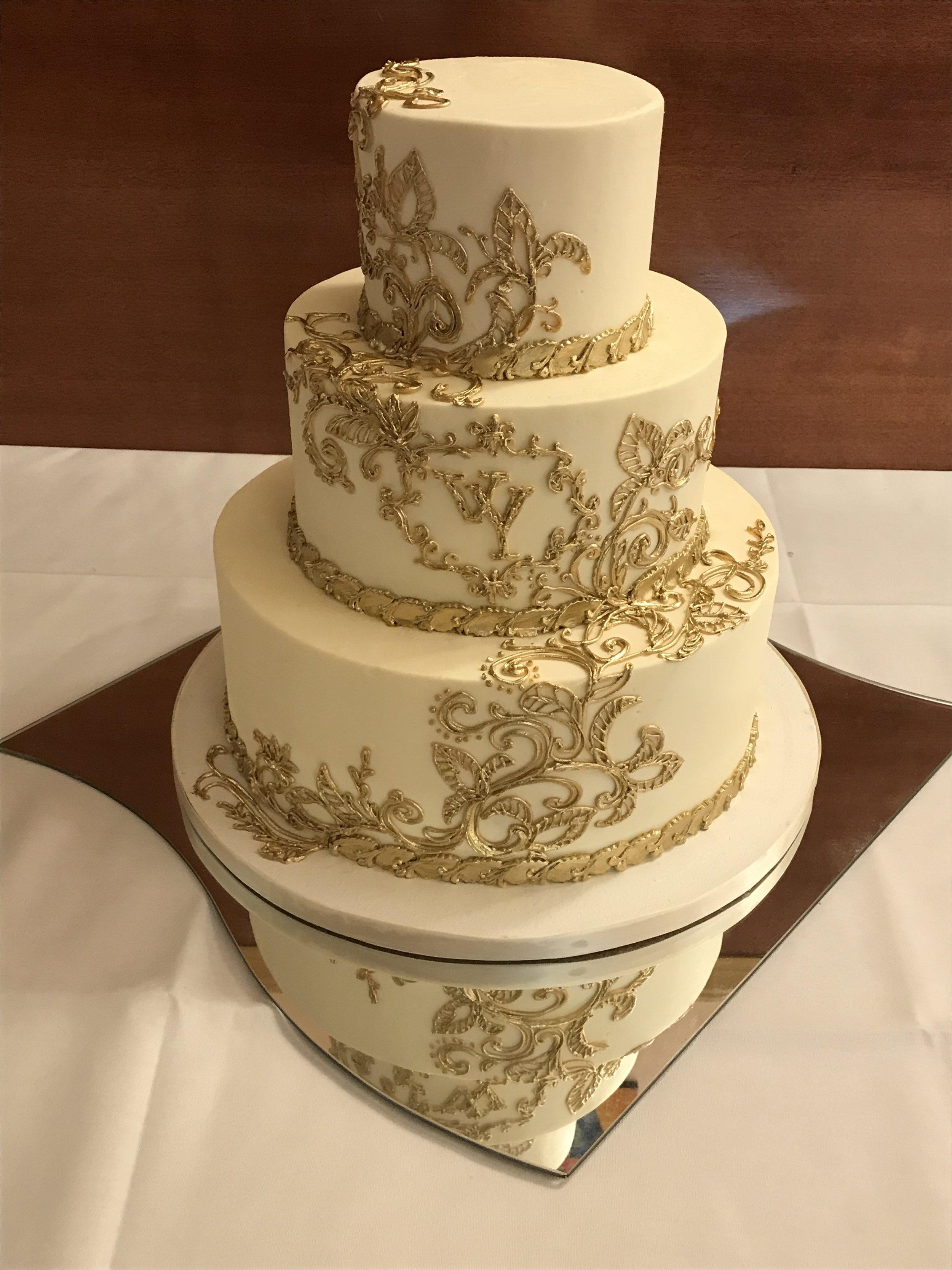 gold piped buttercream wedding 2.JPG