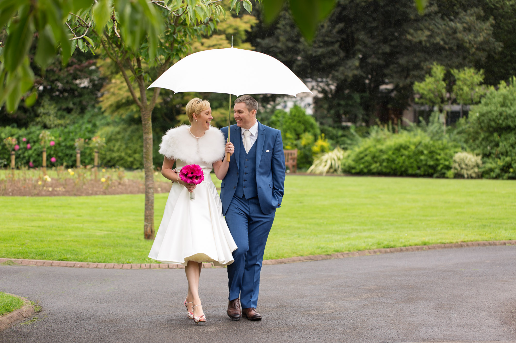 Cardiff City Hall wedding photos. Cardiff wedding photographer