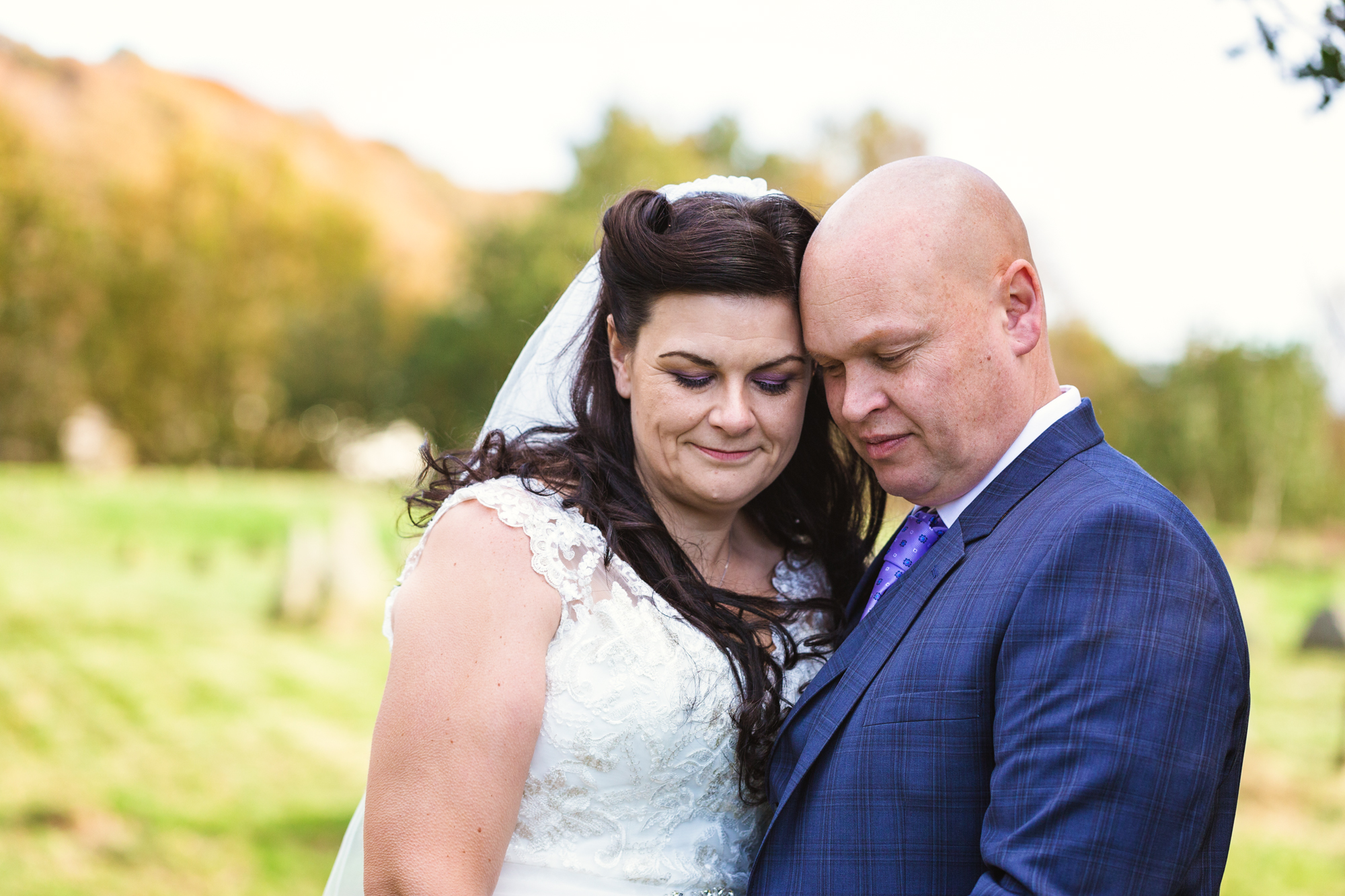 Autumn wedding pictures. South Wales wedding photographer