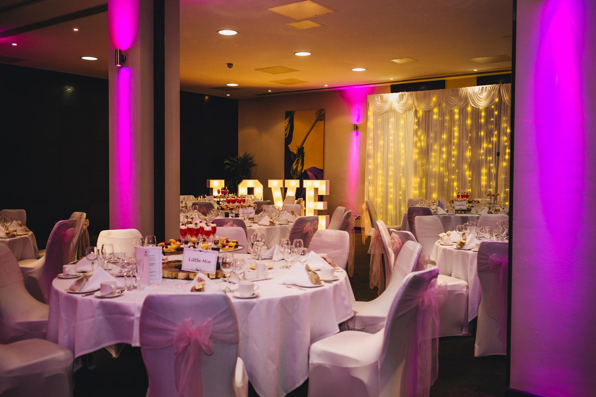 Wedding photographer Cardiff, South Wales, Park Plaza Hotel wedding photographs