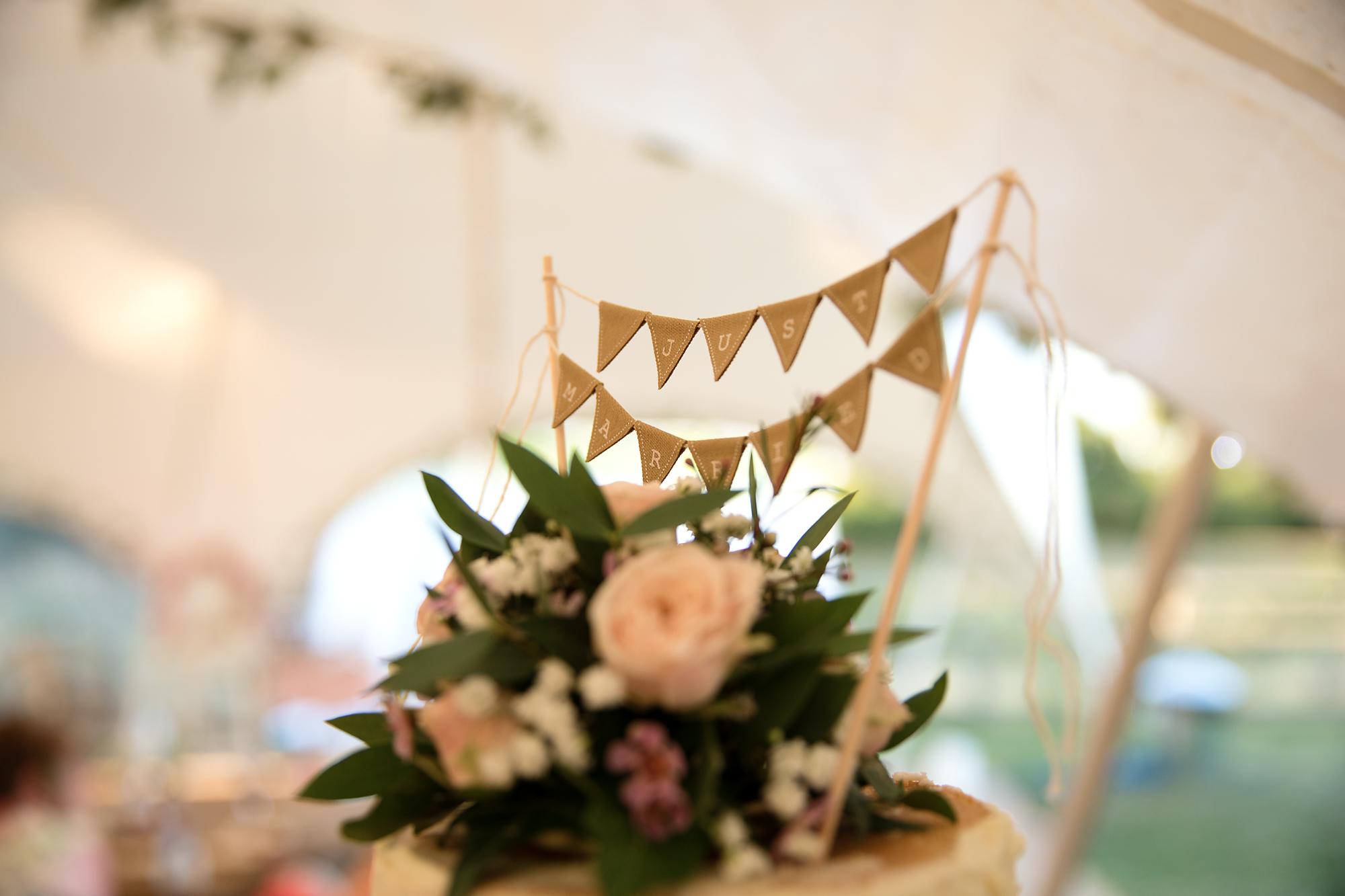 cake topping wedding cake