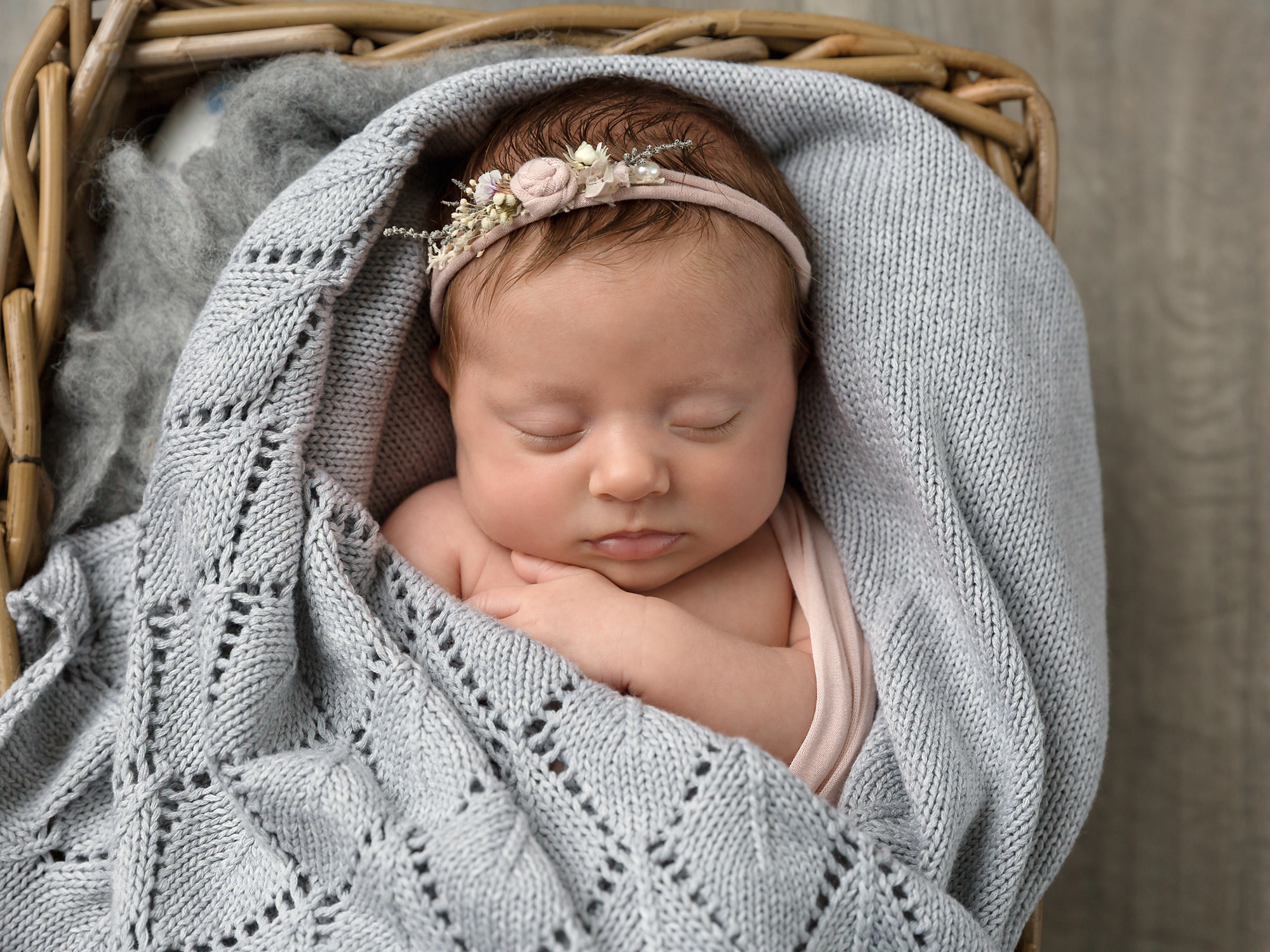 Newborn and baby photographer in cardiff, caerphilly, south wales