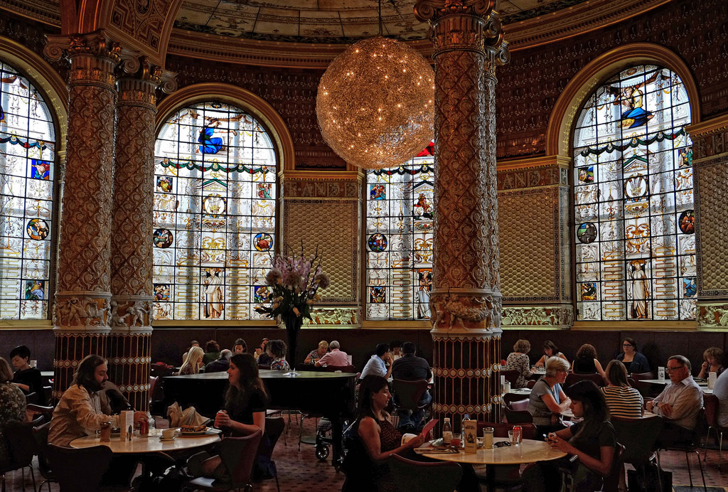 V&A cafe, if in doubt follow the smell of coffee.Image credit Eric Huybrechts