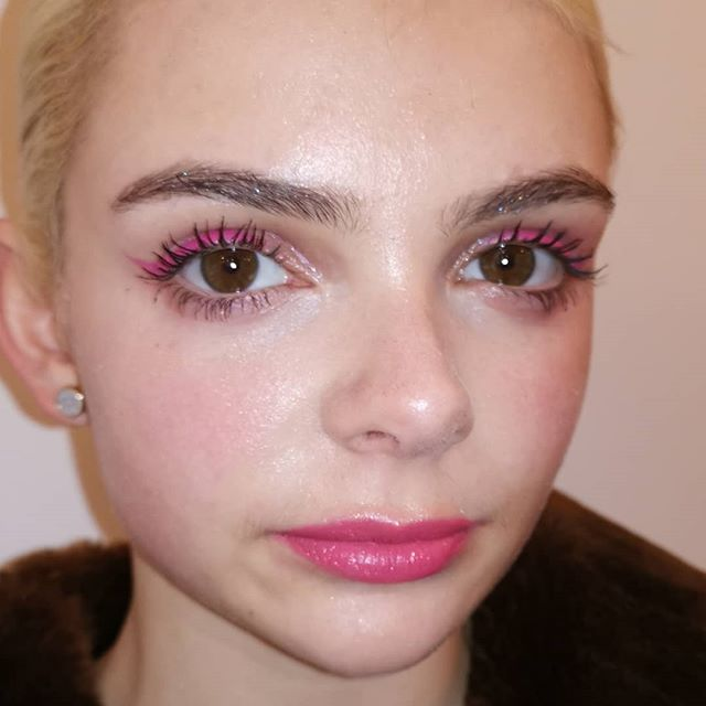 @51012o in two pink slicks and @amyfrancombe_ in rave mascara from our seaside trip yesterday for @cyocosmetics