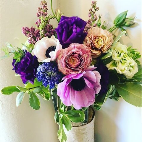 Anemones and ranunculus such a lovely mix. #thelittleglassslipper #instaflowers #flowerstagram #flowershop #plantpower #greenpoint #williamsburg