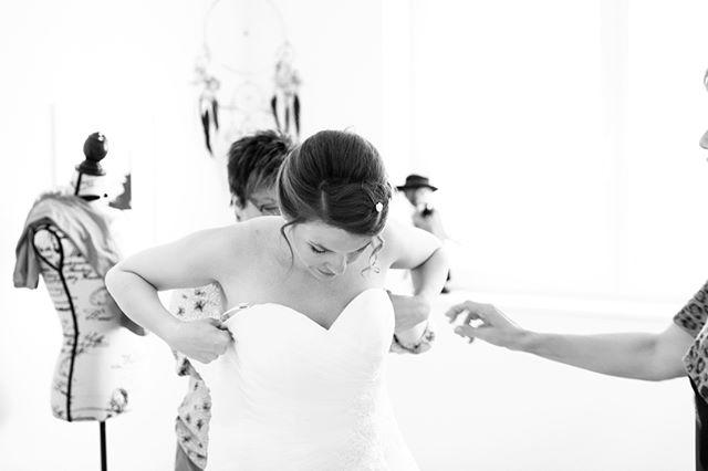 she's getting ready! 👰🏻 #wedding #love