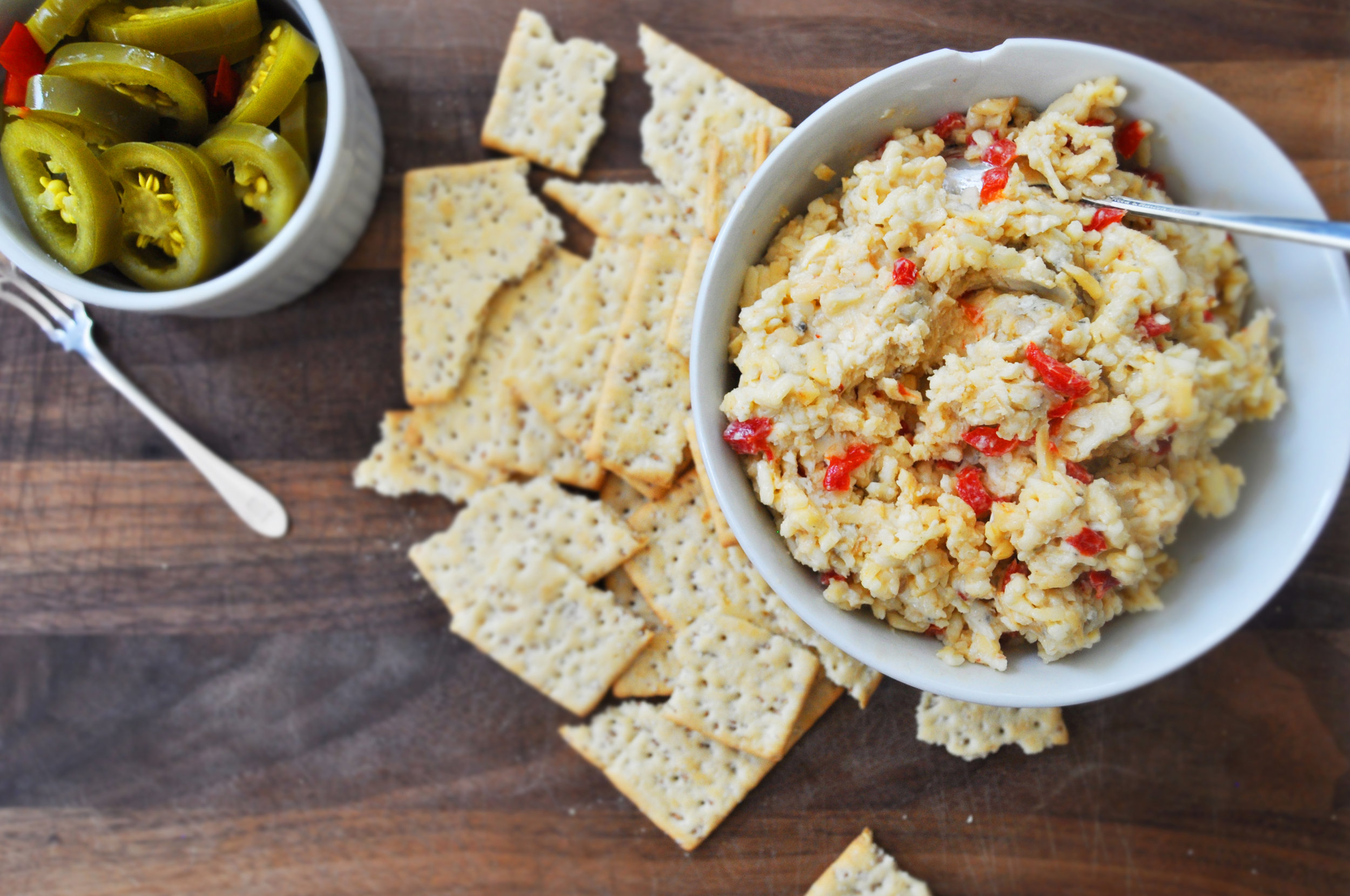 pimiento-cheese-and-crackers