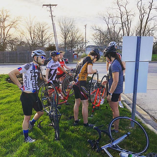 Random pothole 3:0 Mizzou Triathlon Team🤦‍♂️. Finally some spring weather in the State of Mystery☀️! 70s degrees days are for team rides and ice creams🚴🏻‍♀️🍦! #mizzounation #swimbikerun #waltsbikeshop #triathlon #mizzoutriathlonclubraceteam 📸1: @funkygriff 📸2: @cmevers 📸3: @thezachpowers