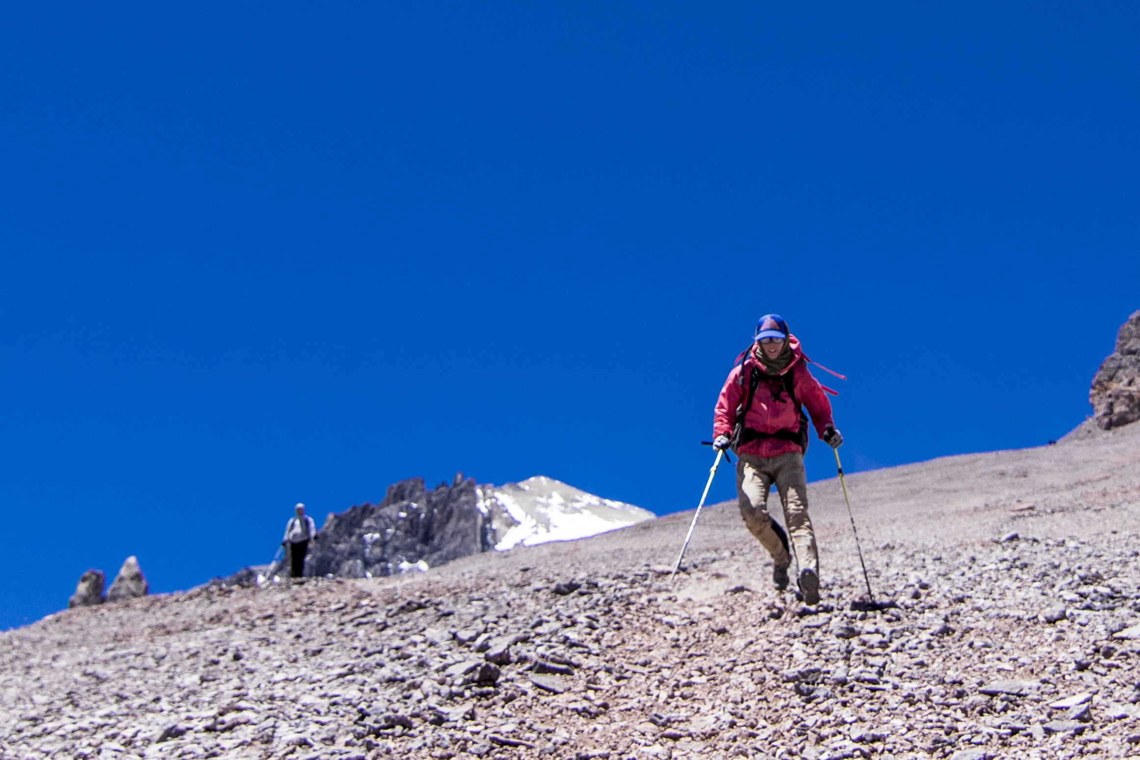 Flying down the scree slop between Nido and Plaza de Mulas