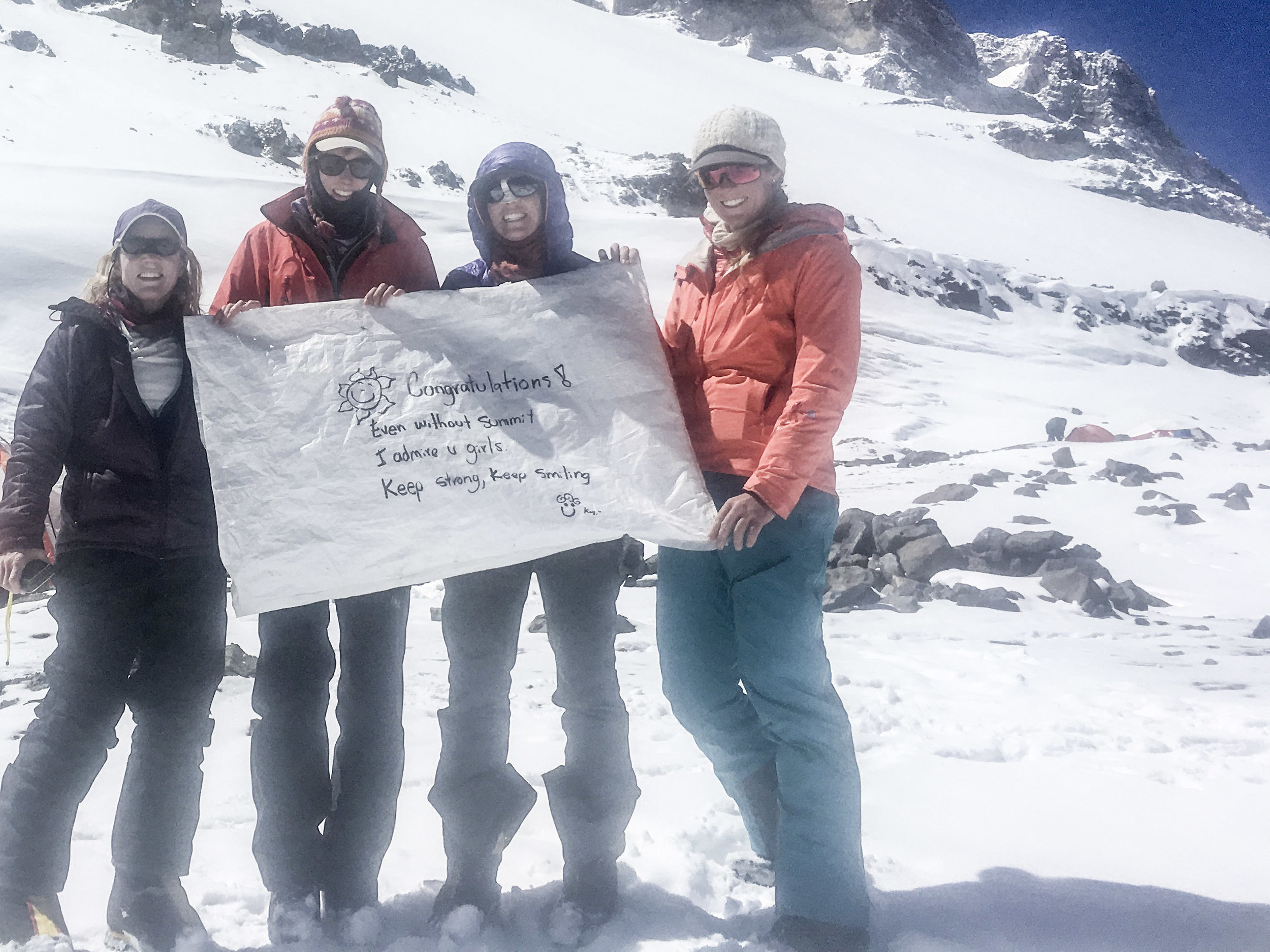 The chicas with a sweet note from our Inka porter/guide friend Julian Kusi.