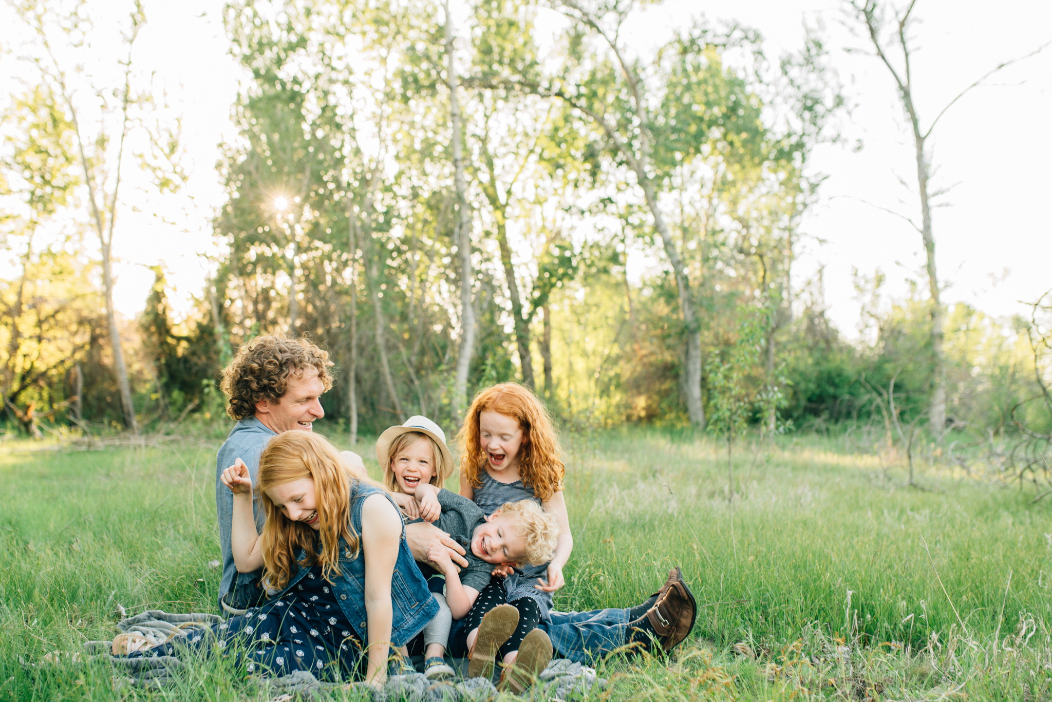 boise family lifestyle session| barber park | boise family photographer | dad and kids during family session