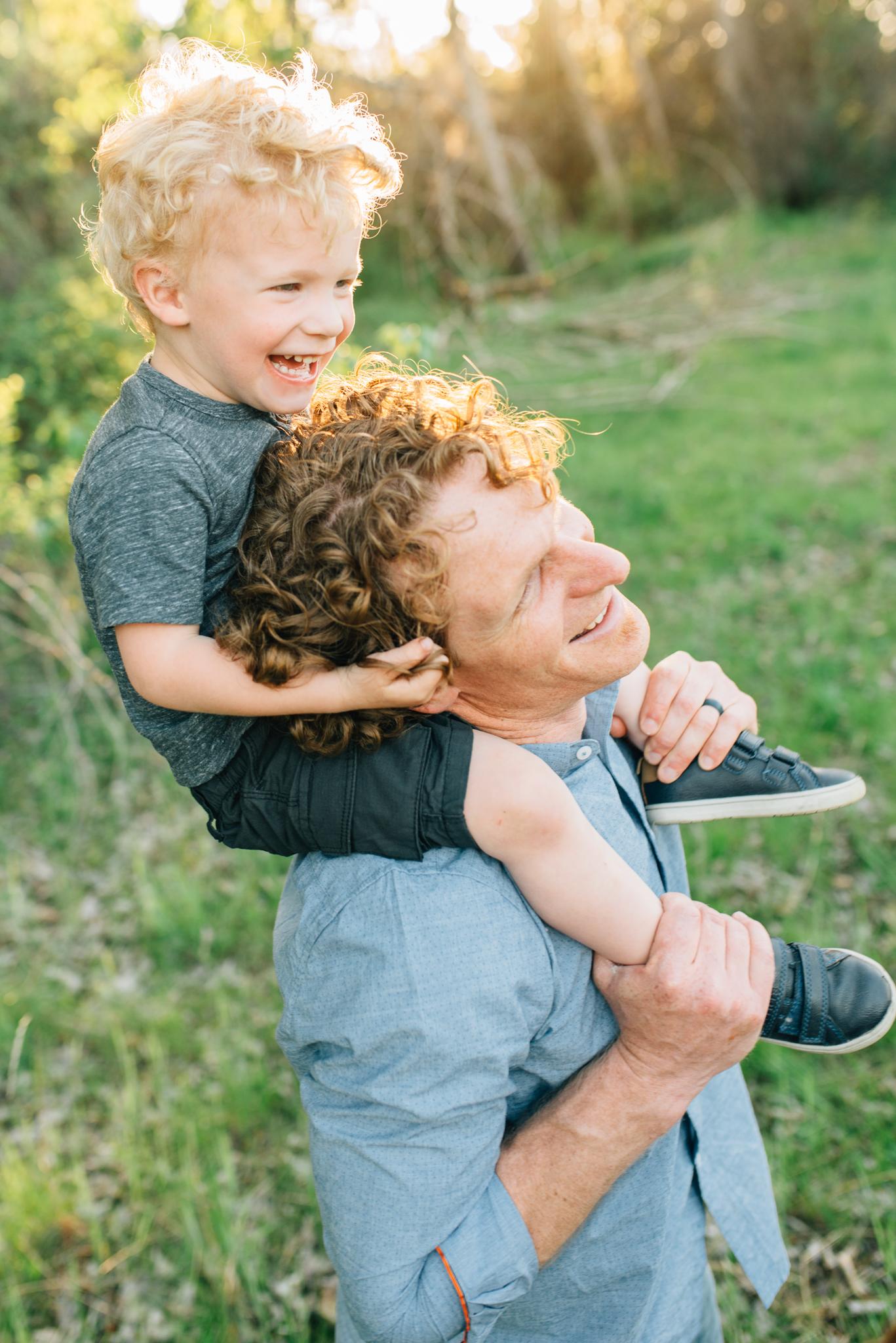 boise family lifestyle session| barber park | boise family photographer | boy on dad's shoulders