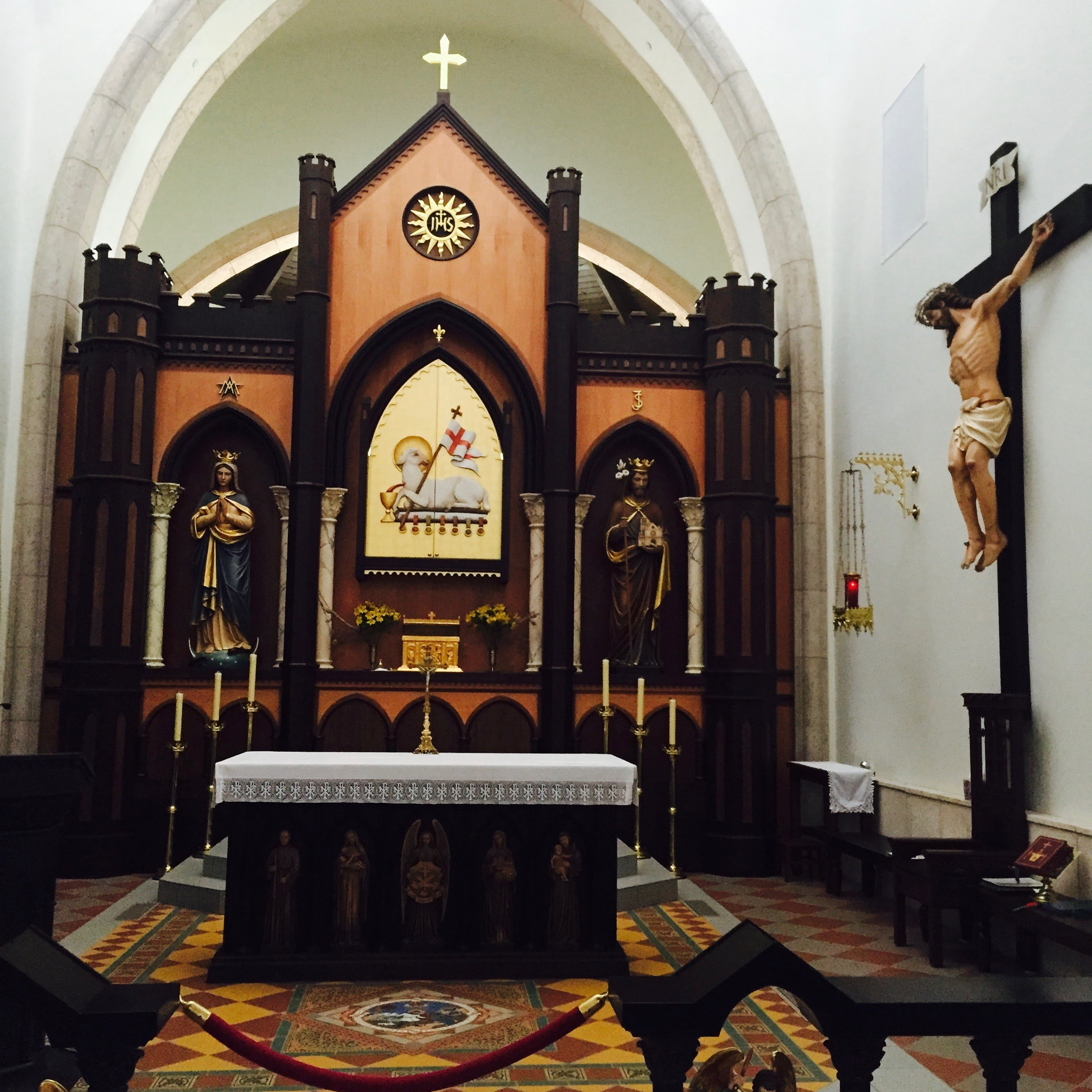 The chapel at Our Lady of Solitude monastery in Tenopah, AZ, where I learned to be silent.
