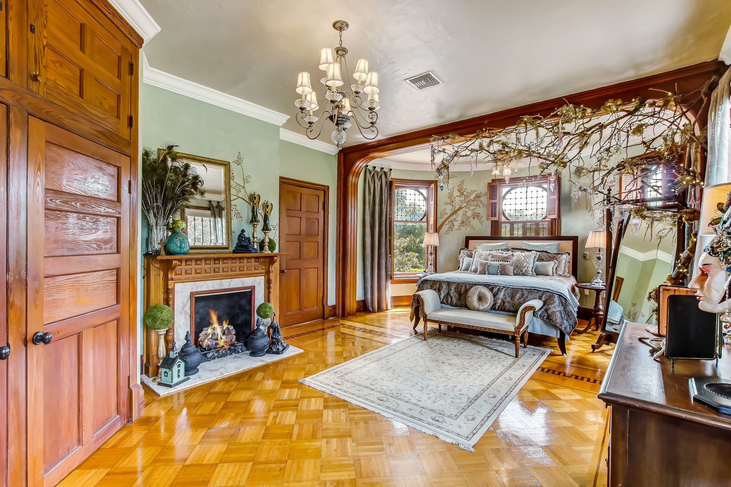 1031 Camphor Lane Stetson Mansion Interior MLS-7-8.jpg