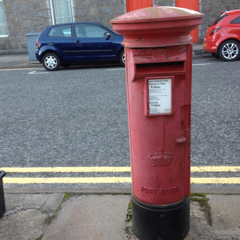 Elizabeth I postbox with Scottish Crown
