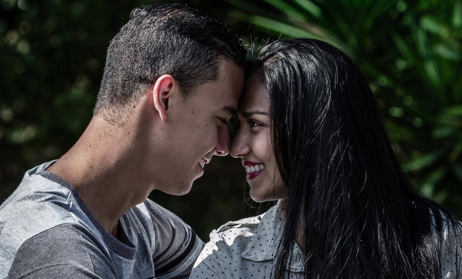 Photo of lovers touching foreheads during engagement session in Costa Rica.