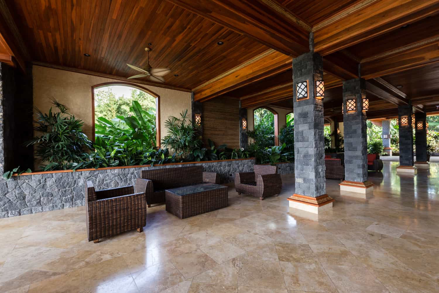 Photo showing the size of the covered area of the Aracari Terrace for receptions.