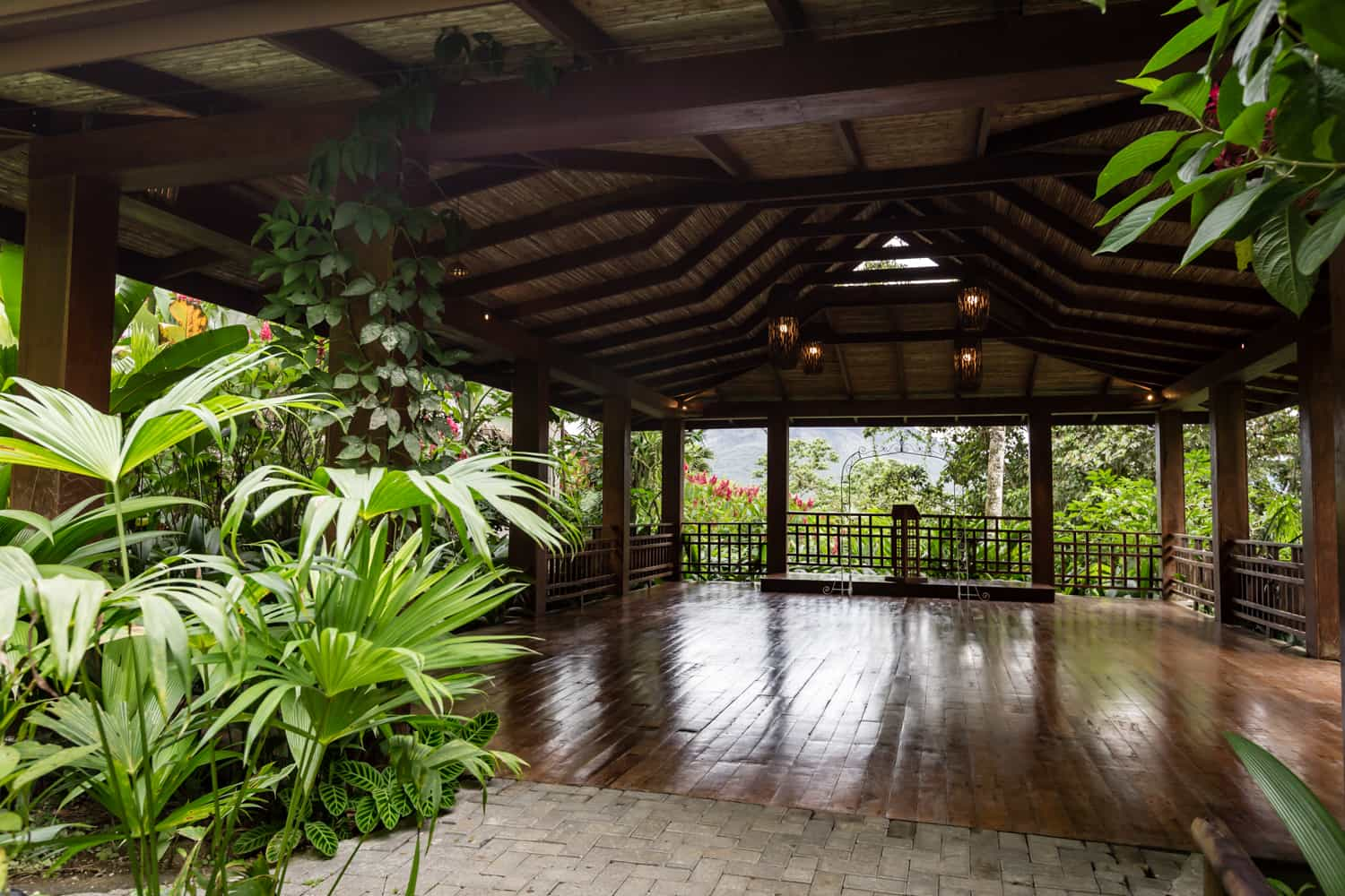 Photo of wood floors and ceiling in Pavilion for wedding receptions in Arenal.