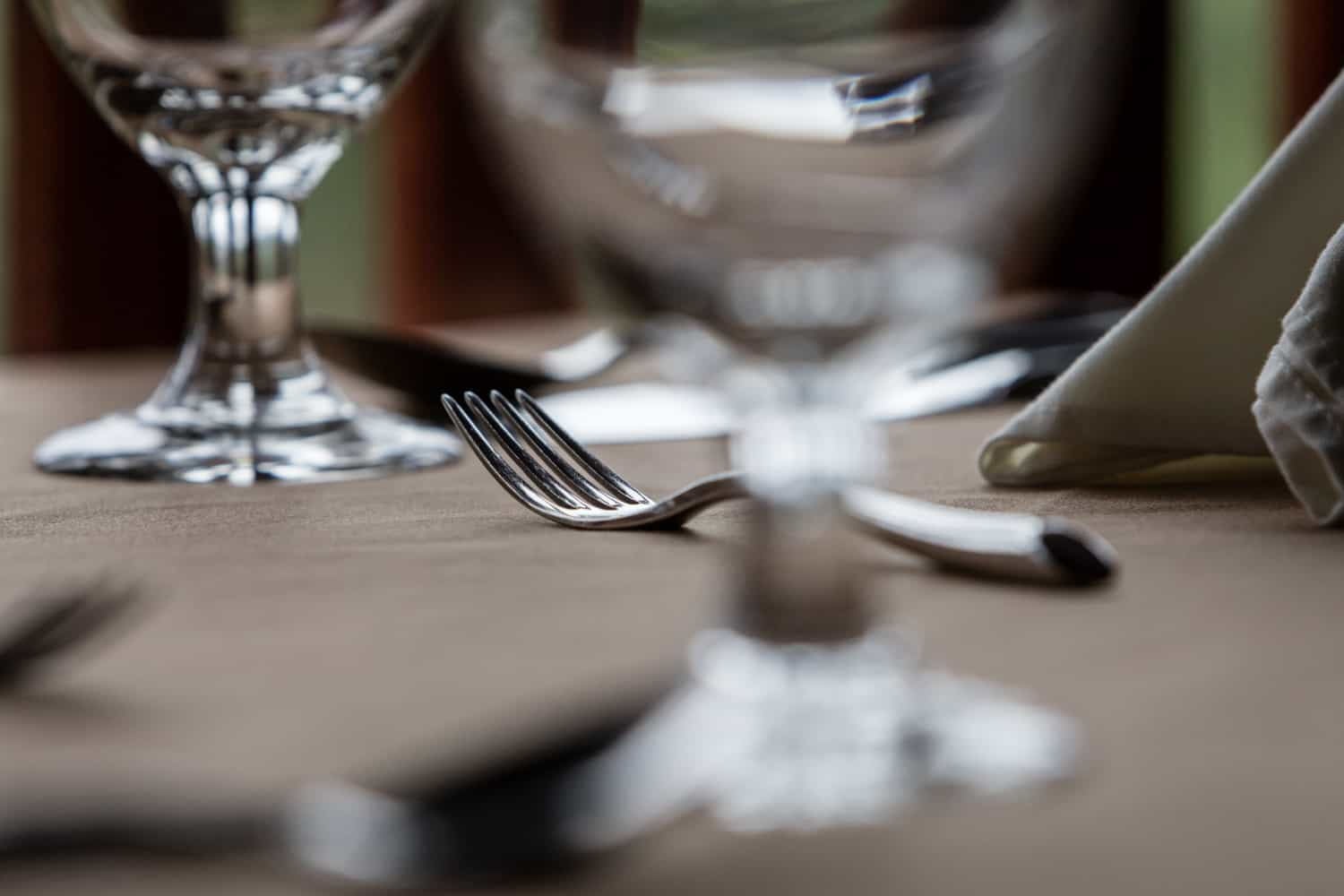 Detailed image of silverware and glassware in elegant Peace Lodge restaurant in Poas.
