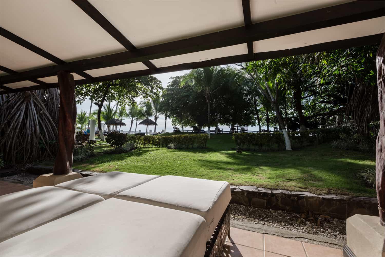 Honeymoon suite with beach view in Guanacaste.