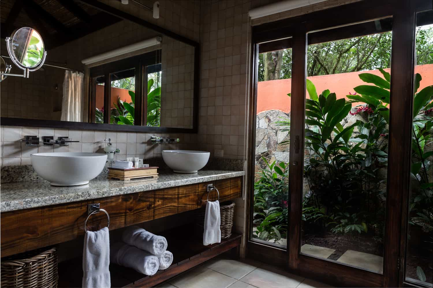 Photo of outside shower at Rio Celeste Hideaway Hotel's deluxe guest room.