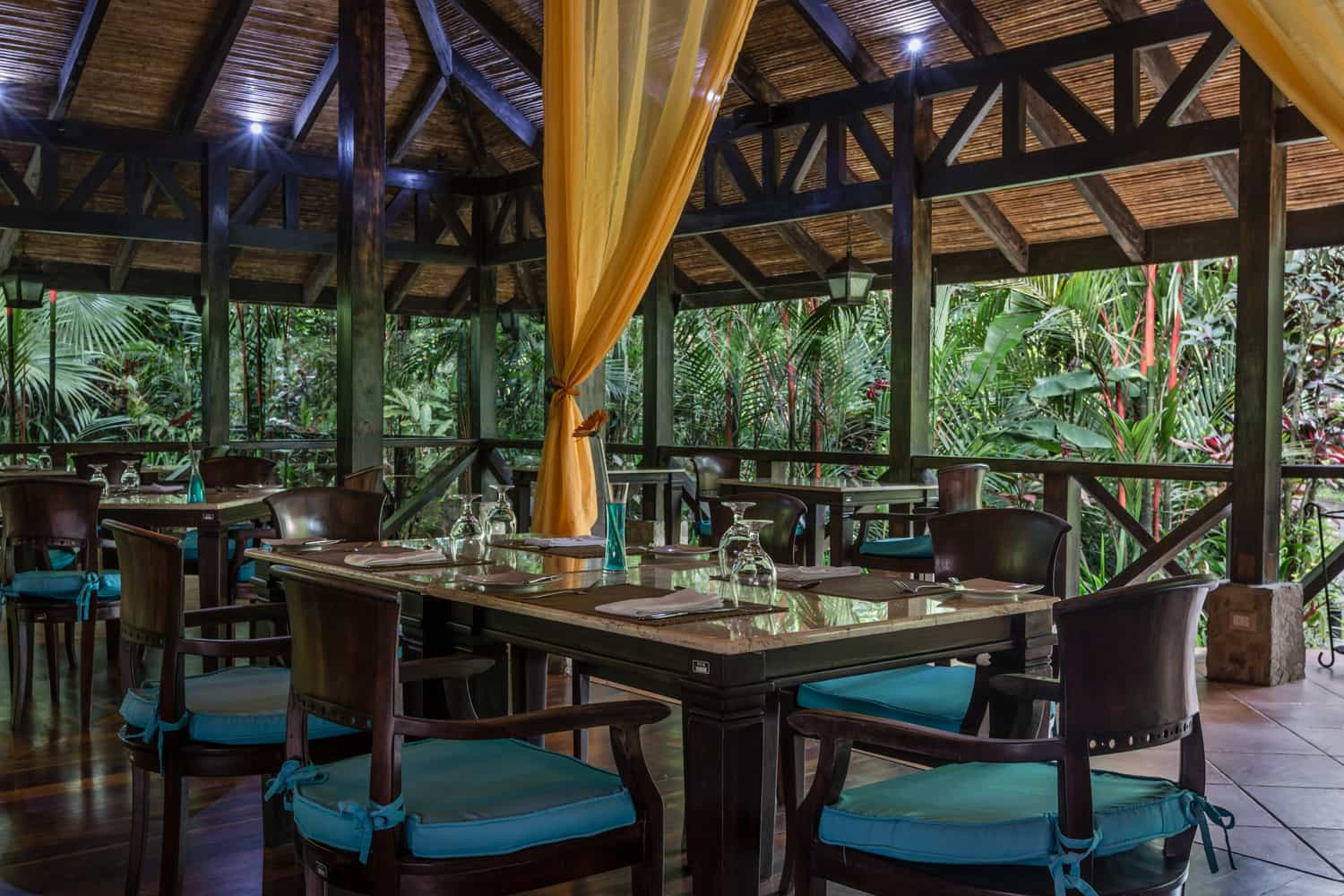 Have a marvelous wedding reception at Rio Celeste Hideaway Hotel's gourmet restaurant.
