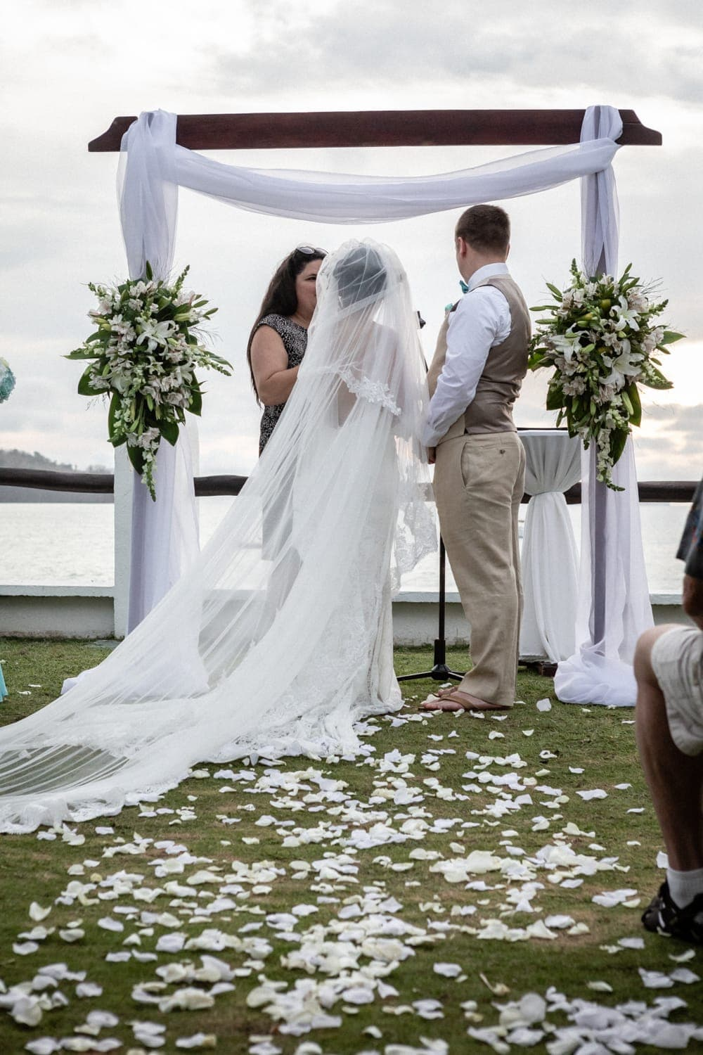Bride and groom standing at altar with beach in background in Guanacaste.