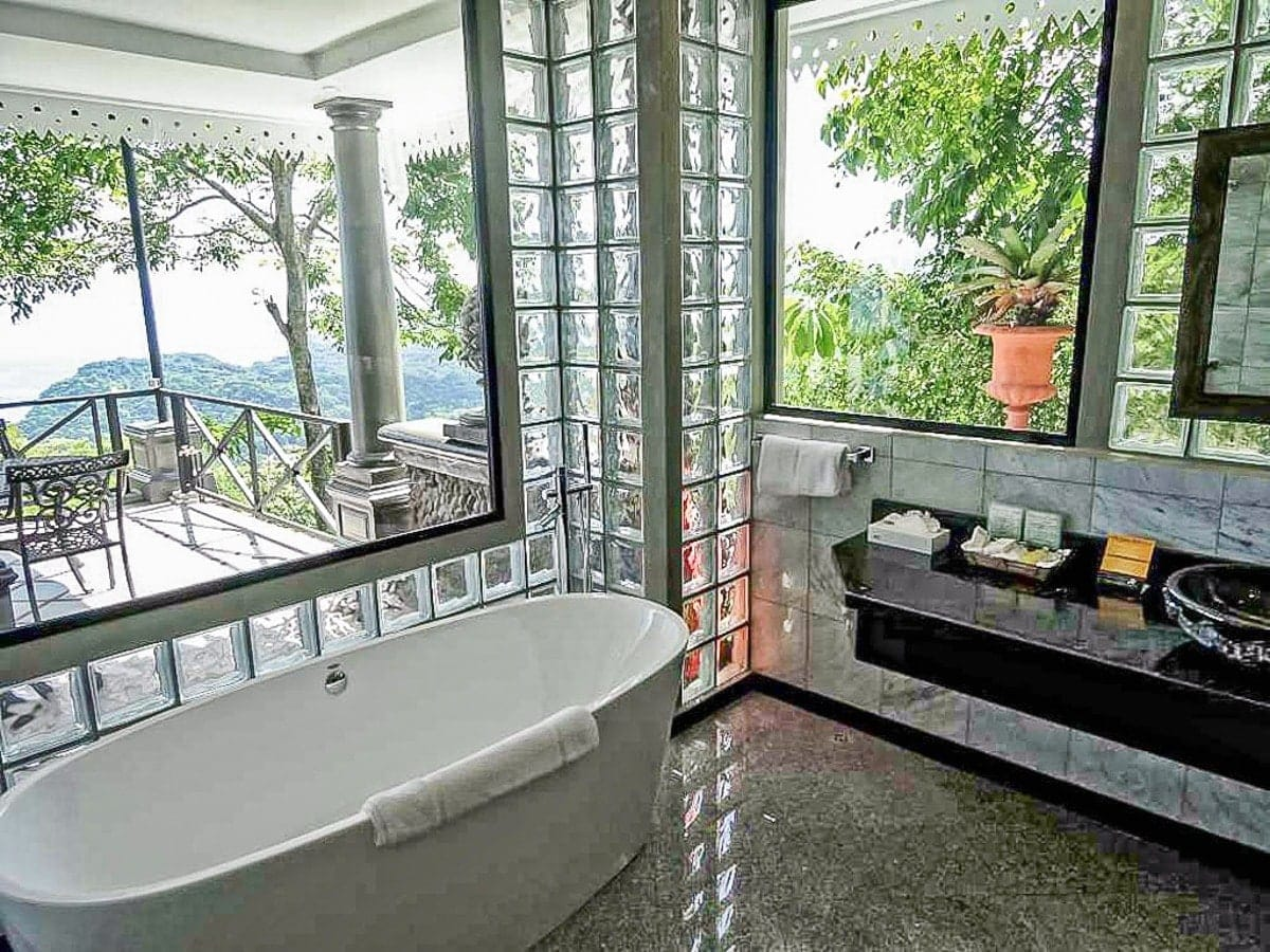 honeymon-suite-villa-caletas-costa-rica-2.jpg