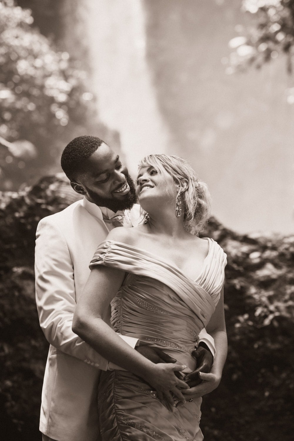 Janet-Thad-wedding-portrait-La-Paz-Waterfall-Gardens-Costa-Rica-3.jpg